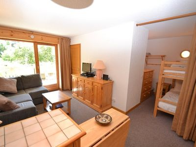 Photo for Cosy piste side apt for 4 with wifi opposite slopes  et  close to shops!