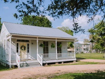Sunshine Cottage at Chappell Hill ( THIS HOME IS TREATED WITH GERM SHIELD)