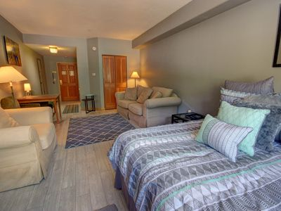Photo for Gateway Lodge 5025 FREE WIFI, kitchenette, walk to restaurants by Summitcove Lodging