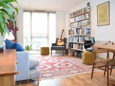 Photo for 1 Bedroom Apartment With Balcony Near Regent's Canal