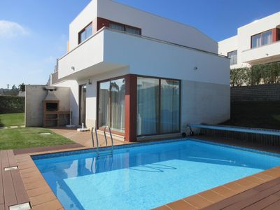 Photo for Praia do Bom Sucesso / Lagoa de Óbidos - Modern 3 bedroom villa with heated pool