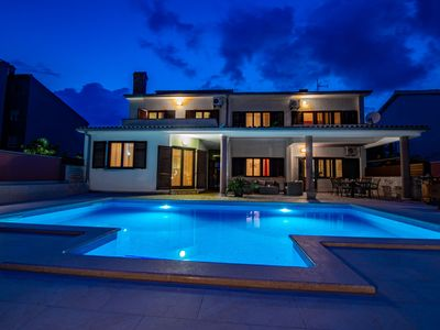 Photo for This 4-bedroom villa for up to 8 guests is located in Fazana and has a private swimming pool, air-co