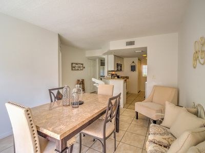 Photo for Cozy & Bright +++++ Minutes from Anna Maria Island, IMG ACADEMY and more