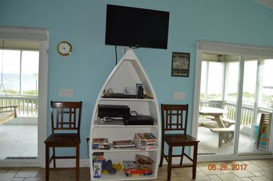 Entertainment center that includes surround sound, satellite and wifi.