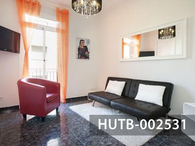 Photo for Elegant Olivera apartment in Poble Sec with WiFi, integrated air conditioning, balcony & lift.