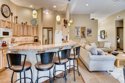 Ridgeview Lodge - VR 365 - Enough bar seating for 4 people