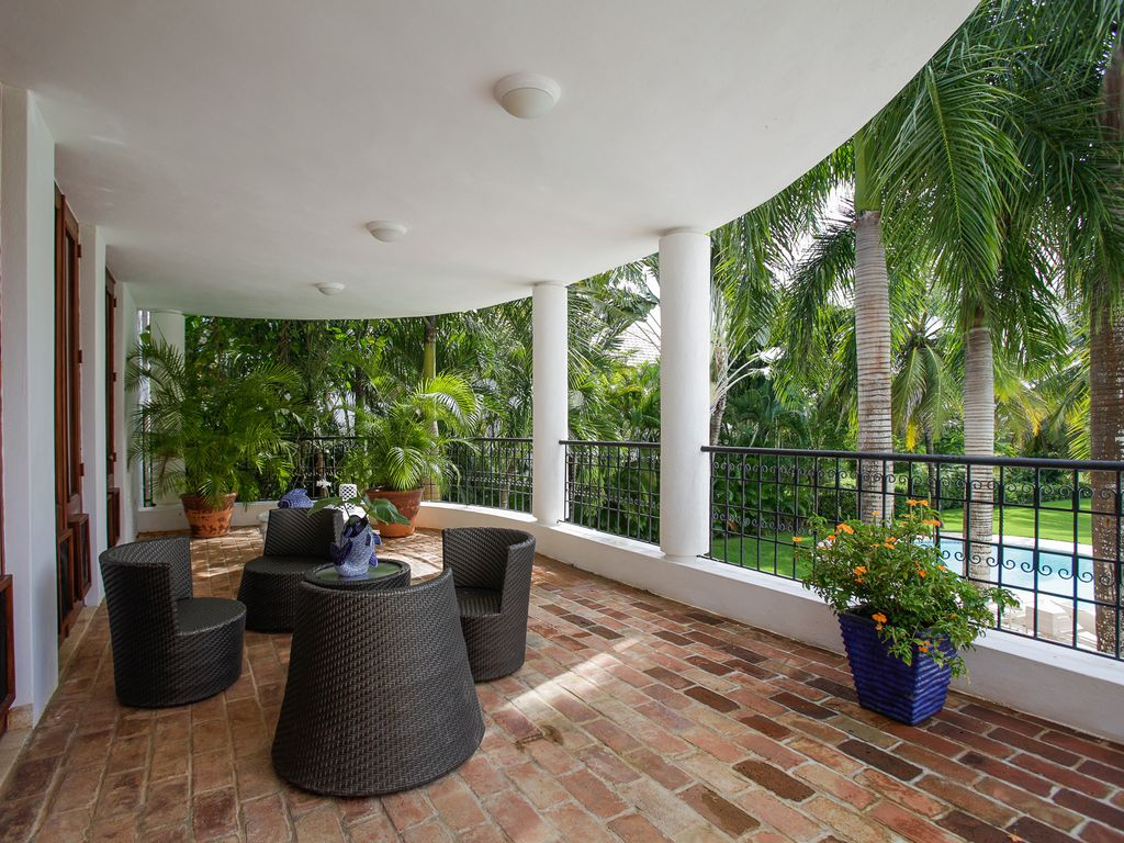6 bedroom 10 000 sq ft tropical house at dye fore 39 s 8 la for 10 x 11 room square feet