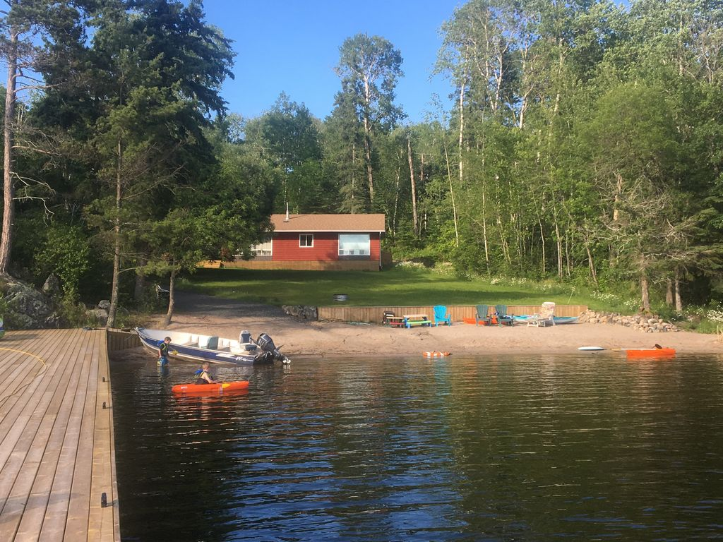 Cabin lake of the woods road access fishing private beach for Lake of the woods fishing resorts