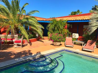 Beautiful tropical ' La Maison ' Studios with pool super close to the beaches.