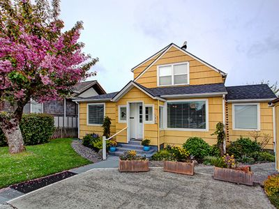 Photo for Beautiful 4 bed/2 bath House 2 Blocks to Beach and Broadway with Hot Tub!