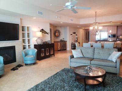 open floor plan - elegant Turquoise Place living room with stunning views