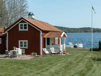 Photo for Cozy cottage with private beach