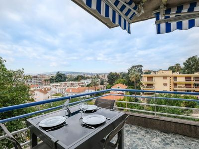 Photo for Beautiful 2 rooms with corner terrace in the center of Cannes!