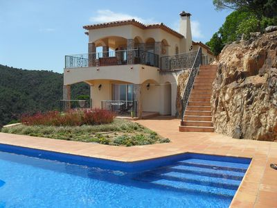 Photo for Luxurious villa with Spectaculair sea and bay view