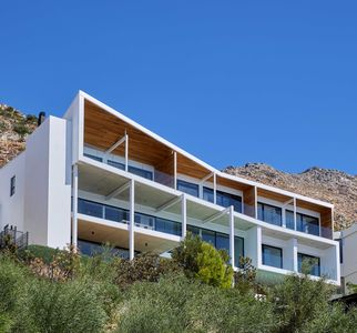 Photo for Style and luxury with panoramic views of False Bay