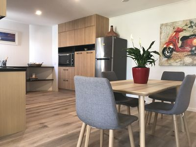 Open Kitchen & Dining for 6