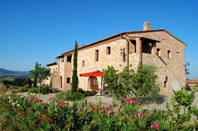 Farmhouse Podere Cunina in Tuscany , Siena lands North and South side