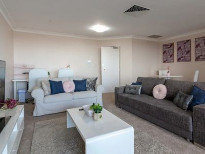 Photo for Milsons Point Apartment with Harbour Bridge Views