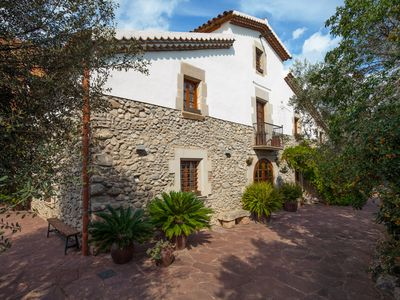 Photo for magnificent XVII farm 450 m with pool 30 minutes from the sea and Barcelon