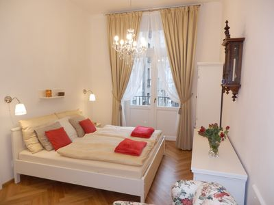 Photo for DIRECTLY IN CITYCENTER BY THE RIVER & DANCING HOUSE, QUIET, WIFI & TV