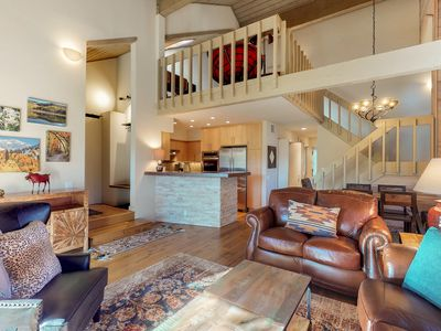 Photo for Exceptional condo, w/shared hot tub, new furnishings/appliances!