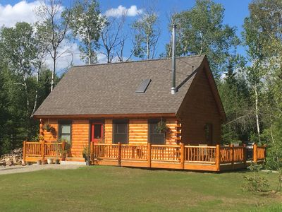 Welcome to the Bear Cabin, a cozy retreat in an ecological paradise at the base of the Bretton Woods West Mountain
