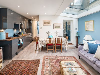 Photo for Beautifully Designed 2 Bed Near Notting Hill
