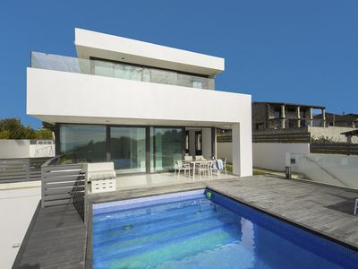 Photo for Spectacular villa with infity pool over the sea. Located in Bascuas Beach.
