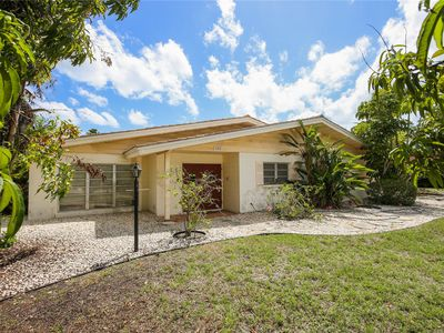 Photo for Spacious family home with large lanai and backyard on Bird Key!