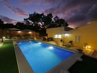 The villa was perfect we had everything we needed and more. The location was excellent and Spain i..