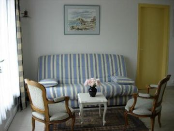 Cabourg/Le Home. Near beach, fitness, and golf course. Pleasant renovated house
