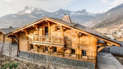 Photo for Stunning 5 bedroom spa chalet