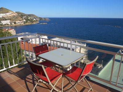 Photo for 7. Apartment with incredible views of the Bay of Roses with community pool.