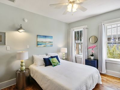 Historic Tybee Inn: King Bed, 400 Feet to the Beach, Free Parking + Wifi