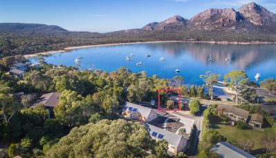 Photo for Conveniently located in the center of Coles Bay, oppiste the waterfront.