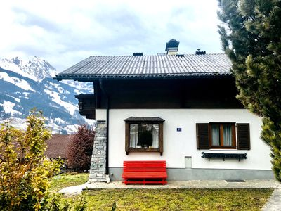 Chalet Franzi with the red bench