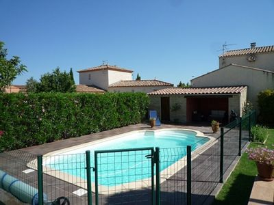 Photo for Detached villa with pool near Nîmes for 6 people