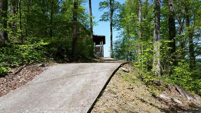 Drive way to the cabin