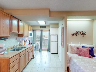 Photo for Dog-friendly condo w/ shared indoor & outdoor pools & gym-close to Schlitterbahn