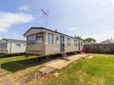 Photo for 8 berth static caravan for hire at Seawick holiday park in Essex. ref 27605