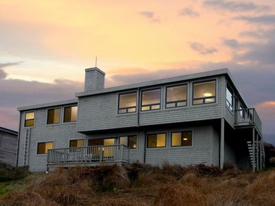 Photo for Contemporary Home overlooking the Pacific Ocean