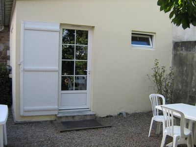 Photo for Quiet apartment Sunny courtyard, 200m Wifi beaches.