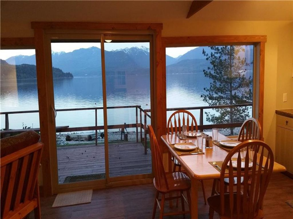 Queens Bay Hideaway Lakefront Cottage... - HomeAway Central Kootenay E