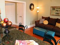Outstanding experience ! Warm, cozy attractive unit - close to everything. Great reserved parking!