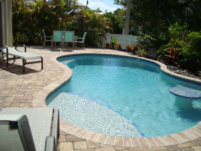 Coastal Cottage On Holmes Beach With Private Heated Pool!