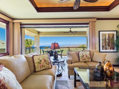 Photo for The Great Room opens up to a large lanai with a Wolf Barbecue, granite counter, cherry wood cabinets