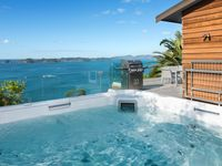 The location is great, the house is modern and comfortable, views are unbeatable.