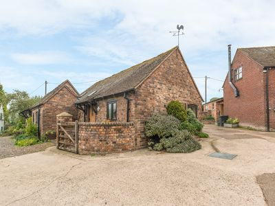 Photo for THE BYRE, character holiday cottage in Leighton, Ref 8401