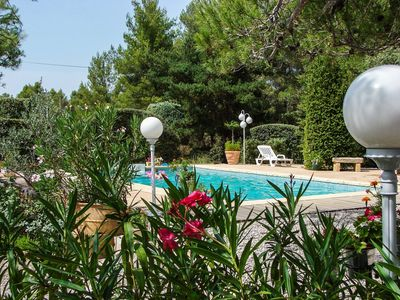 Photo for Villa surrounded by nature, with pool, near Aix-en-Pce. Super promo July
