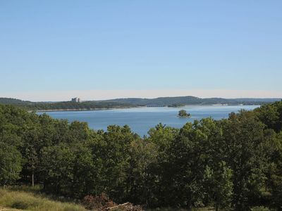 Photo for Top Floor Deluxe 2-BDRM Condo with HUGE Lake View!